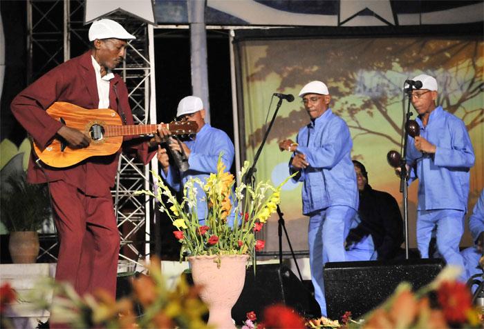 El Nengón, otro de los géneros musicales típicos de nuestras montañas también estuvo en la gala.