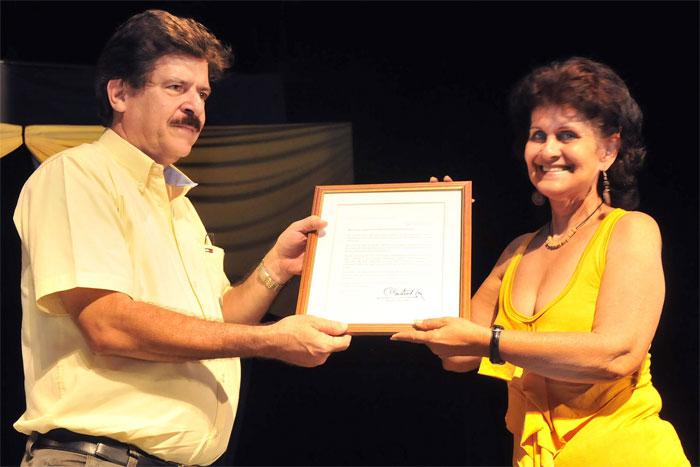 Recibe Teatro Güiñol de Guantánamo felicitación de Raúl Castro