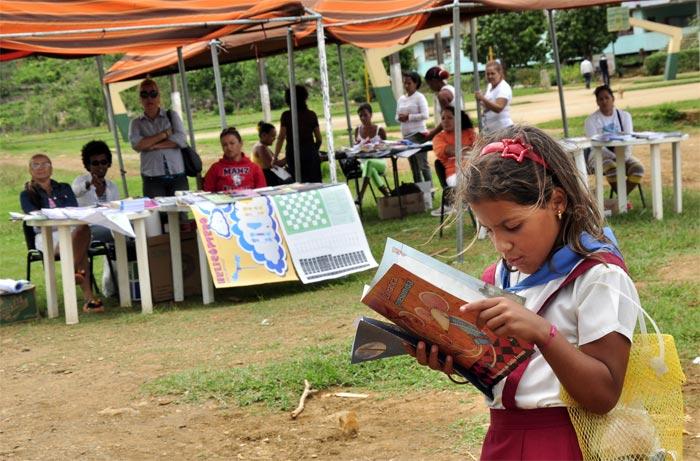 Feria del libro serrano con la participación del proyecto El Amor toca tu puerta