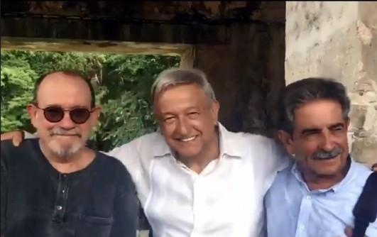 AMLO recibe en Aeropuerto al presidente de Cantabria; viajan a Palenque