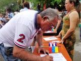 Cubanos plasman su firma por la paz y la no agresión contra Venezuela