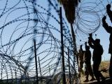 Alambre de púas en muro de Trump termina en casas de Tijuana