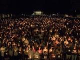 EEUU: Vigilia a la luz de las velas repudia supremacismo blanco en Virginia