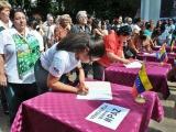 Cubanos suman firmas contra agresión a Venezuela
