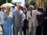 Príncipe de Gales y la Duquesa de Cornualles pasean por zonas patrimoniales de La Habana Vieja