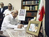 Firma Ulises Rosales del Toro libro de condolencias en la Embajada de Irán