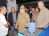 Raúl visita empresa militar industrial de Camagüey