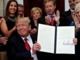 Trump suspende subsidios a los seguros de salud